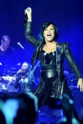 Demi Lovato Performs at Neon Lights World Tour in Dublin