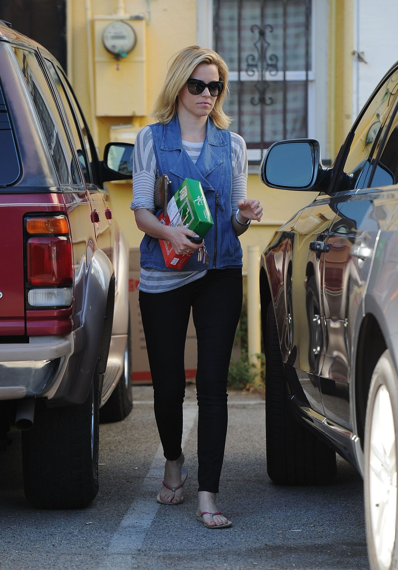 Elizabeth Banks In Tight Jeans Out In Los Angeles