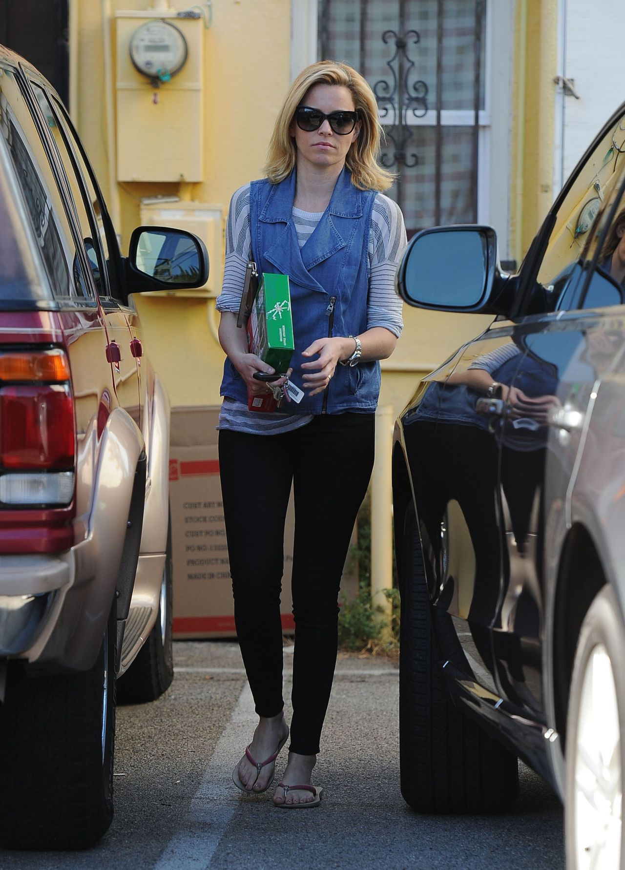 Elizabeth Banks In Tight Jeans Out In Los Angeles November 2014