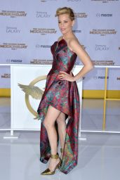 Elizabeth Banks – 'The Hunger Games: Mockingjay Part 1′ Premiere in Los Angeles