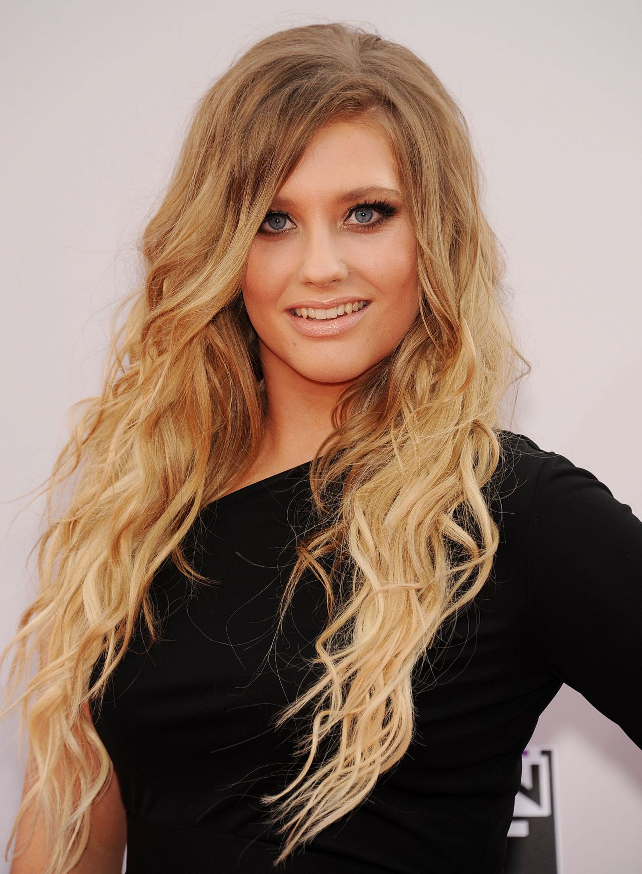 Ella Henderson 2014 American Music Awards In Los Angeles
