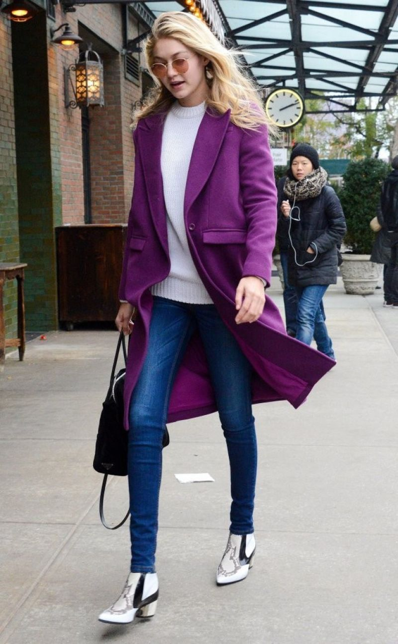 gigi hadid street fashion out for lunch in new york city. Black Bedroom Furniture Sets. Home Design Ideas