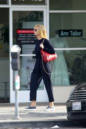 Gwyneth Paltrow Street Style - Heads to a Local Office - November 2014