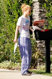 Iggy Azalea in Her Pajamas - Stepping Out to Check Her Mail in Tarzana, CA