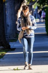 Jennifer Garner Street Style - Out in Los Angeles - Nov. 2014