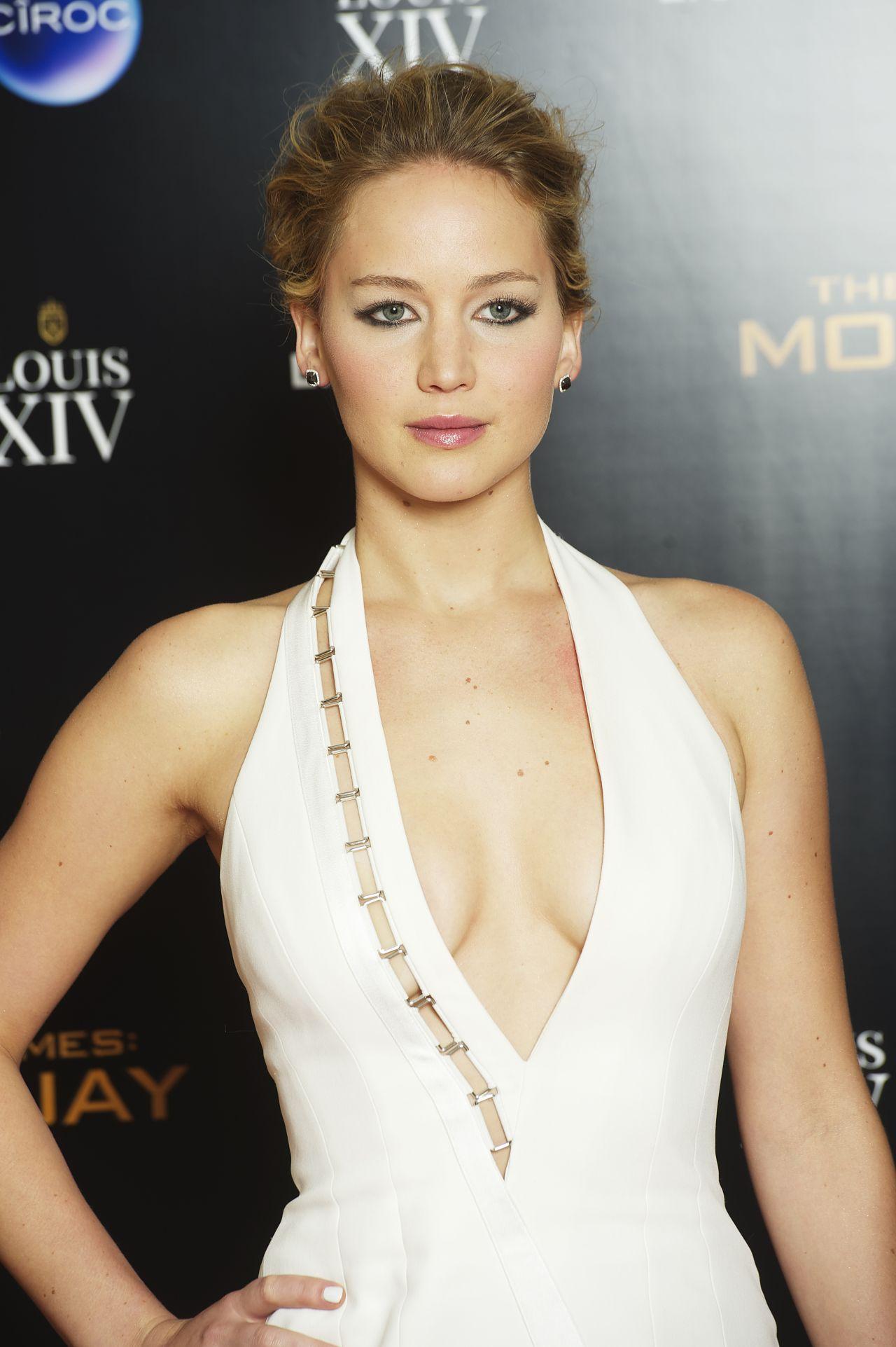Jennifer Lawrence Hunger Games Mocking Jay Part 1
