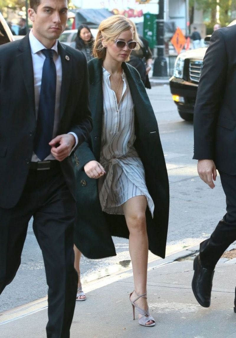 Jennifer Lawrence Style - Returns to Her Hotel in New York City - November 2014