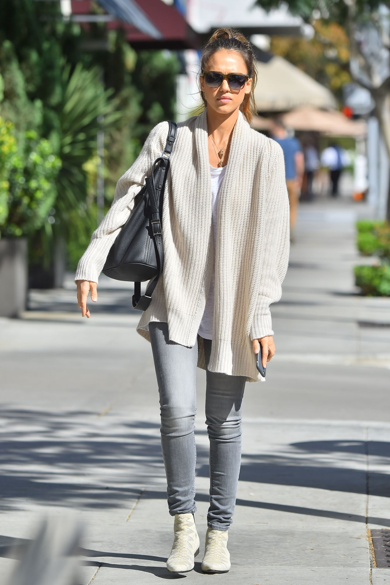 Jessica Alba Casual Fashion Out In Beverly Hills November 2014