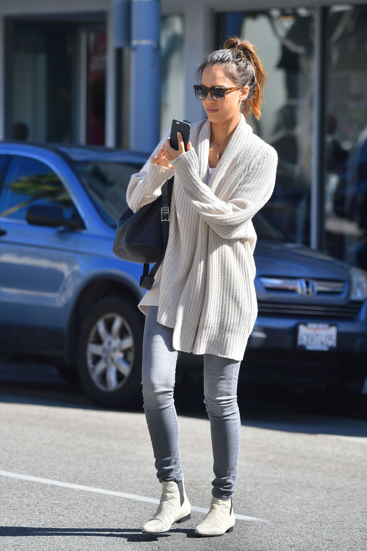 Jessica Alba Casual Fashion Out In Beverly Hills