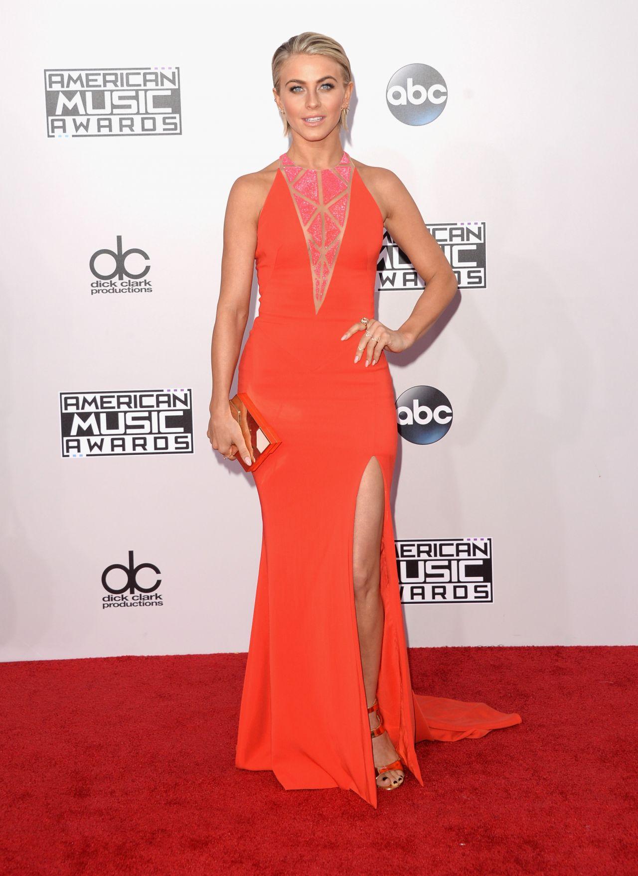 julianne hough on red carpet 2014 american music awards