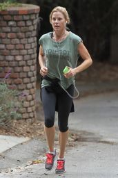 Julie Bowen in Leggings - Out for a Jog in Los Angeles, Nov. 2014