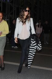 Kate Beckinsale Booty in Jeans at LAX Airport - November 2014