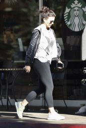 Kate Beckinsale Street Style - at Starbucks in Beverly Hills - November 2014