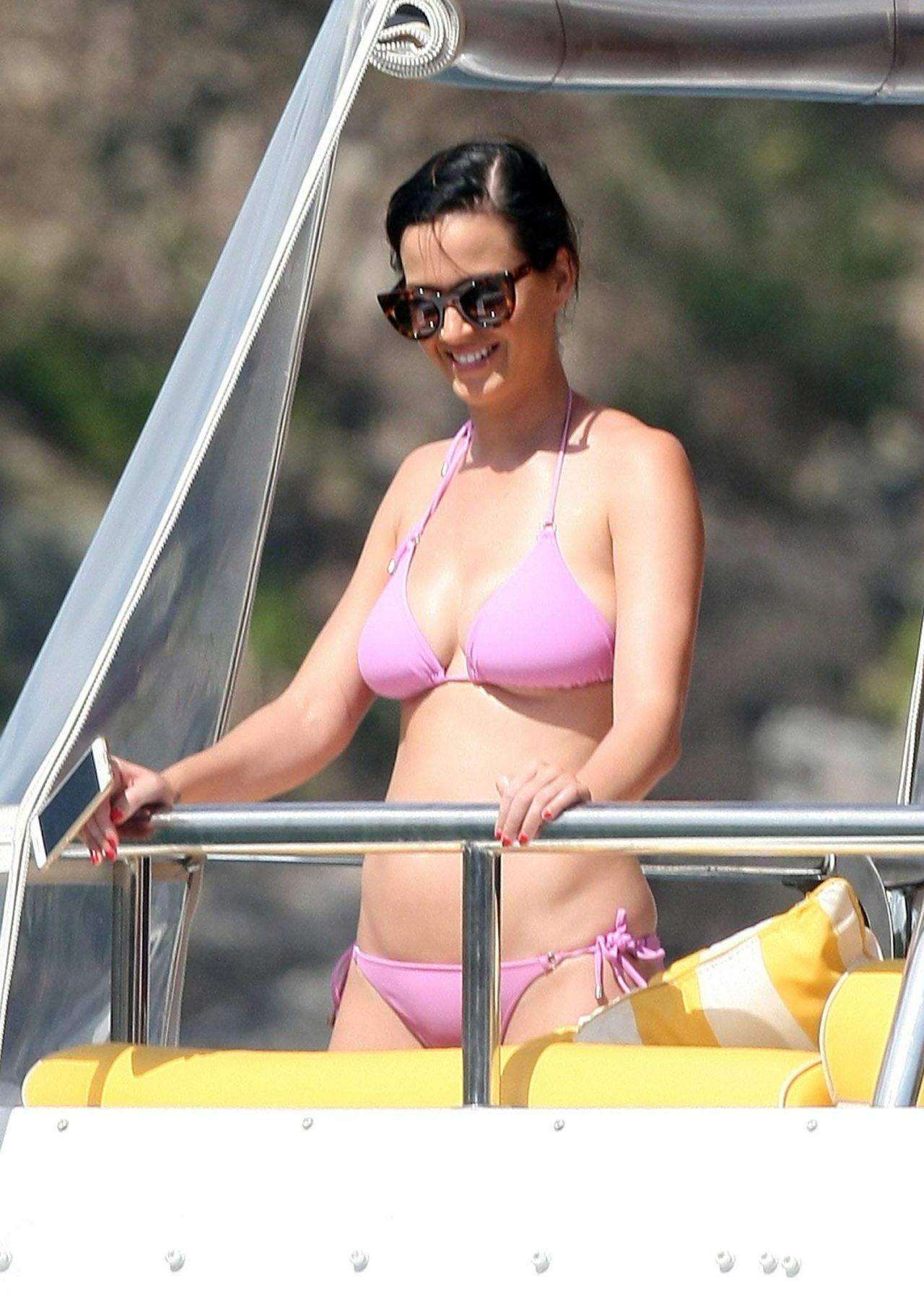 Topless sur la plage de tres beau gros seins a mater - 1 2