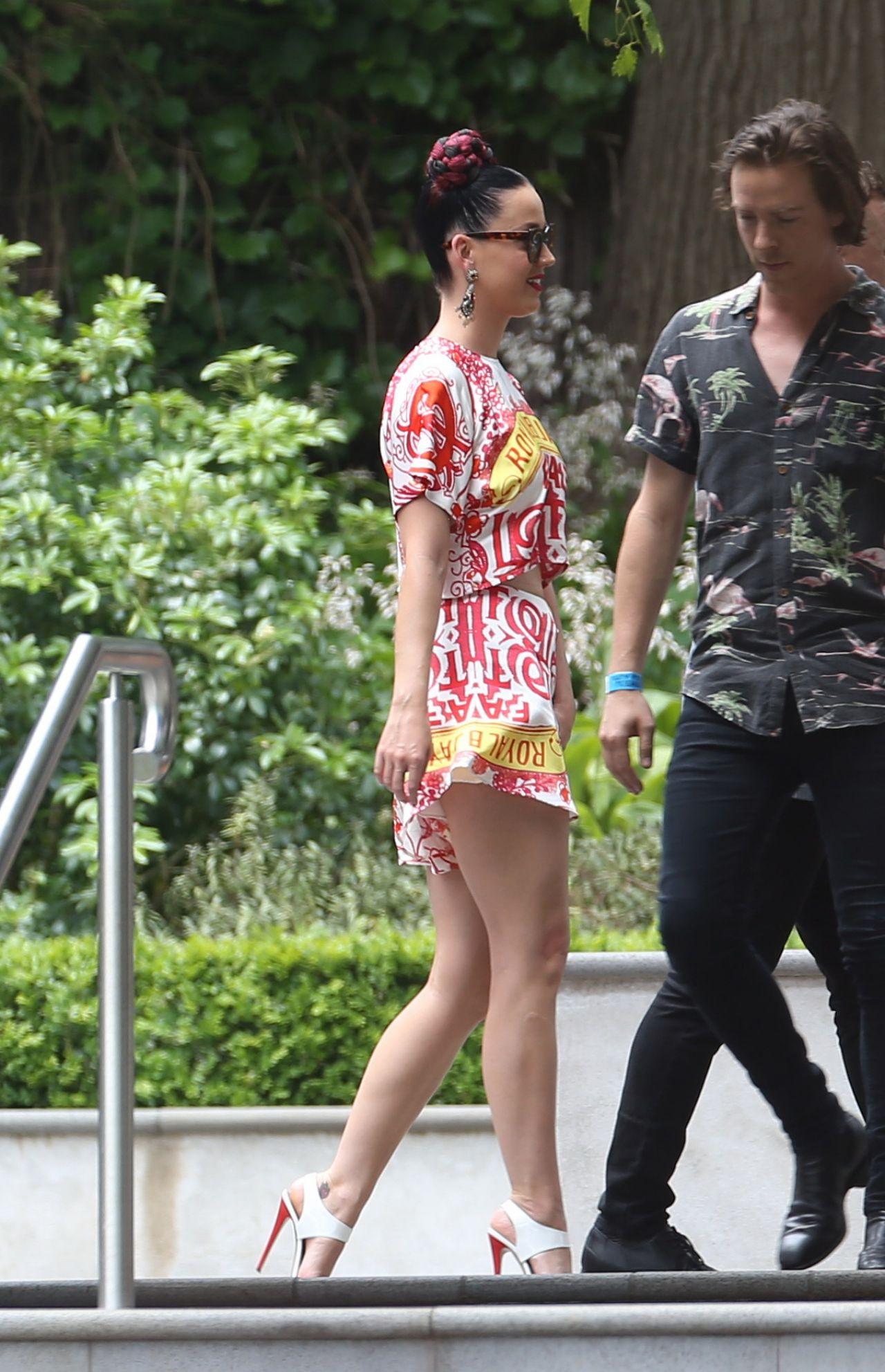 Katy Perry In Mini Dress Out In Toorak In Australia