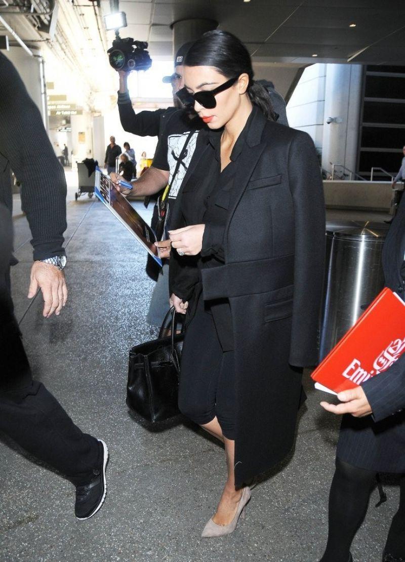 Kim Kardashian Style - Out in Dubai - November 2014