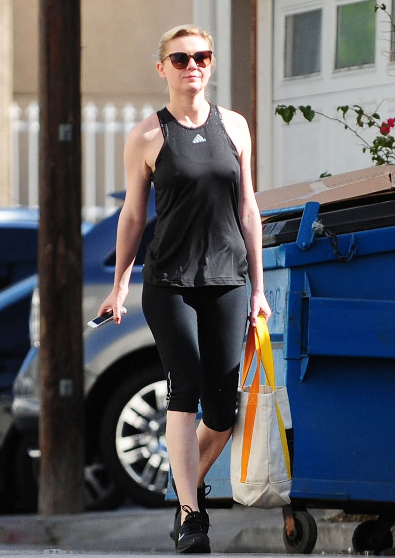 Kirsten Dunst In Leggings - Outside A Gym In Los Angeles -6264
