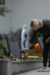 Kirsten Dunst Making on Her Halloween Decorations at Her House - November 2014