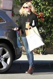 Kirsten Dunst Street Style - Shopping on Melrose in West Hollywood, November 2014