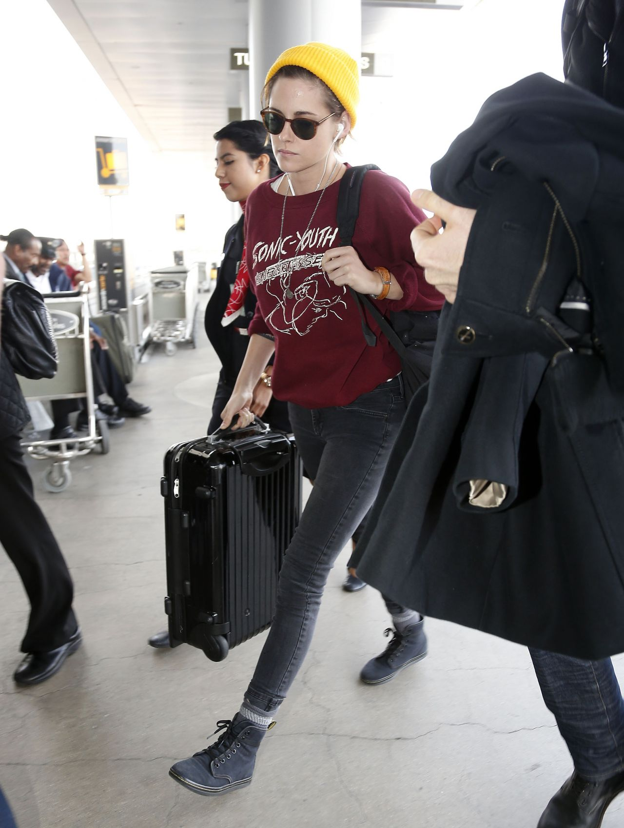 Kristen Stewart Casual Style At Lax Airport November 2014