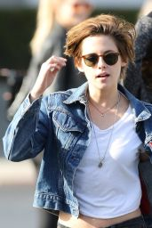 Kristen Stewart in Jeans - Out With Riley Keough and Friends in Santa Barbara, November 2014
