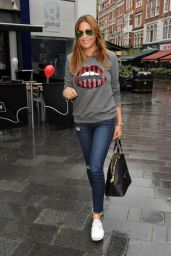 Lisa Snowdon in Ripped Jeans Arrives at the Capital FM Studios - September 2014