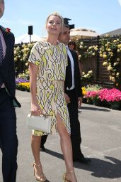 Margot Robbie Style - Stakes Day Racing Carnival in Melbourne, November 2014