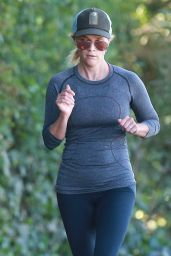 Reese Witherspoon in Leggings - Jogging With Friends in Los Angeles, Nov. 2014