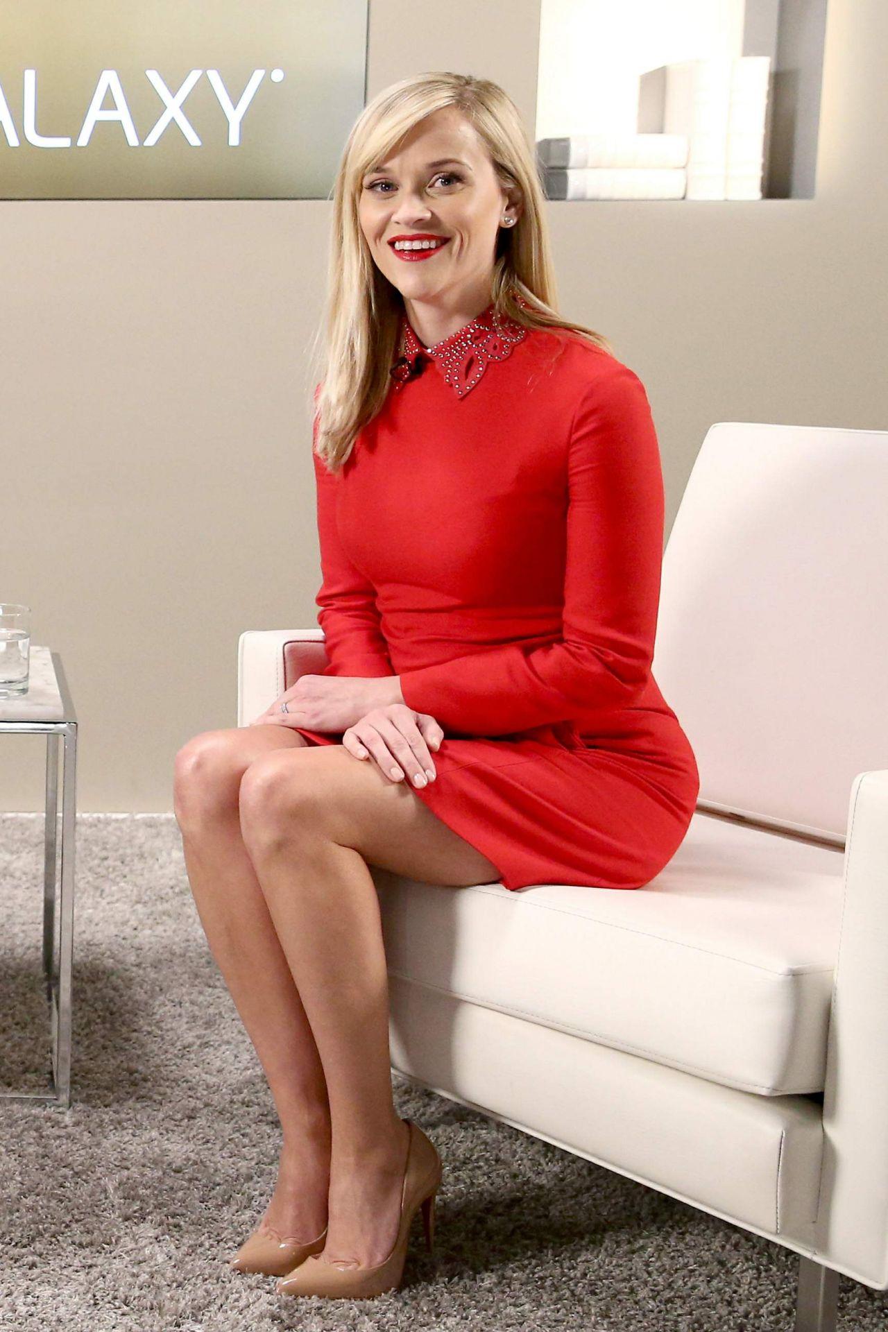 Julie Bowen - Return of the Hot Legs - YouTube
