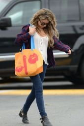 Sarah Hyland Casual Fashion - Shopping in Los Angeles, November 2014