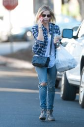 Sarah Michelle Gellar Street Style - Out in Los Angeles, November 2014