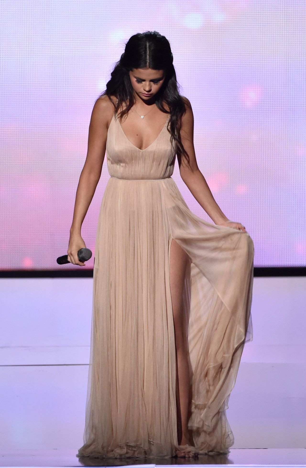 Selena Gomez Performs At 2014 American Music Awards In Los