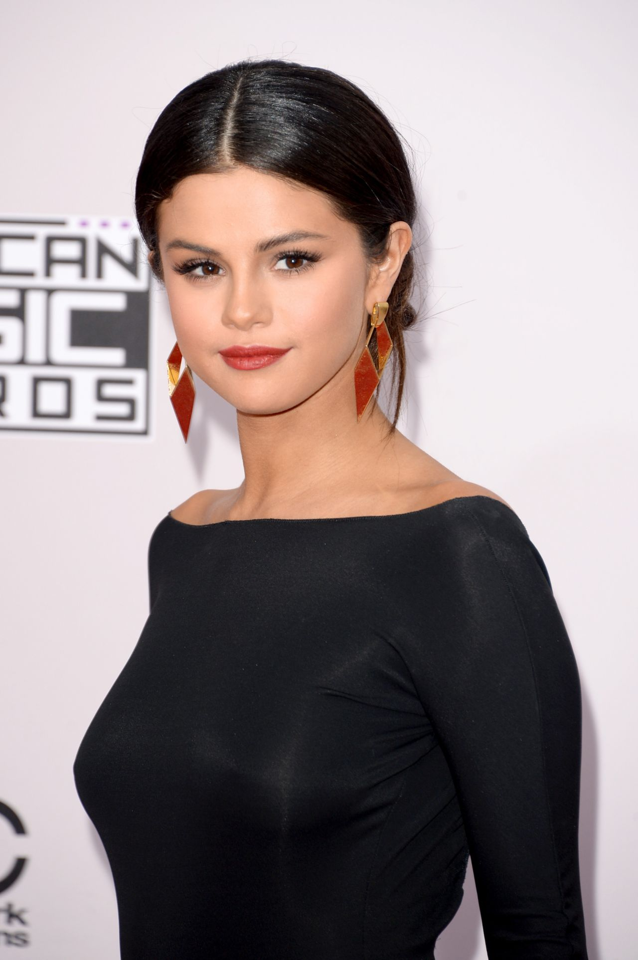 Selena Gomez Red Carpet Photos - 2014 American Music Awards