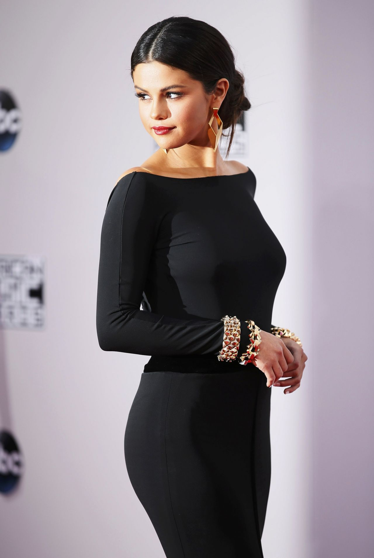 Selena gomez red carpet photos 2014 american music awards - Photo selena gomez 2014 ...