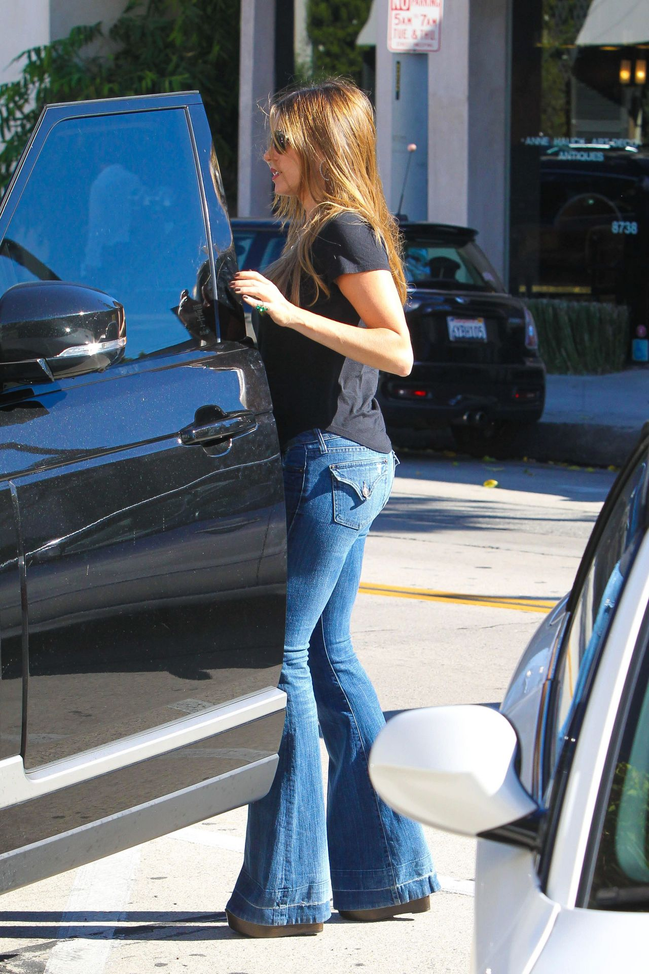Sofia Vergara Booty In Jeans Shopping In Beverly Hills