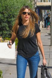Sofia Vergara Booty in Jeans - Shopping in Beverly Hills - November 2014