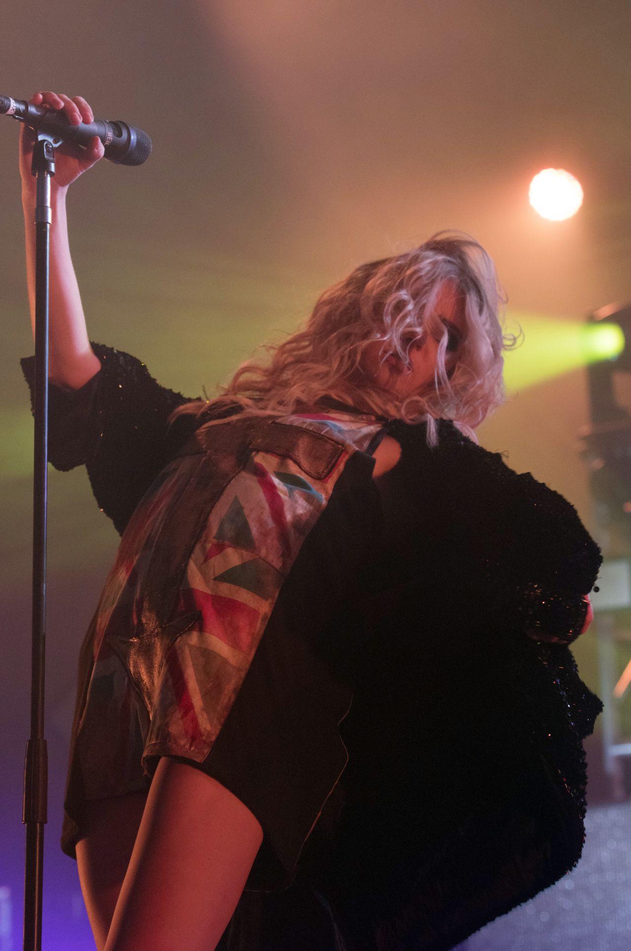 Taylor Momsen - Performing at Brixton Academy in London - November 2014