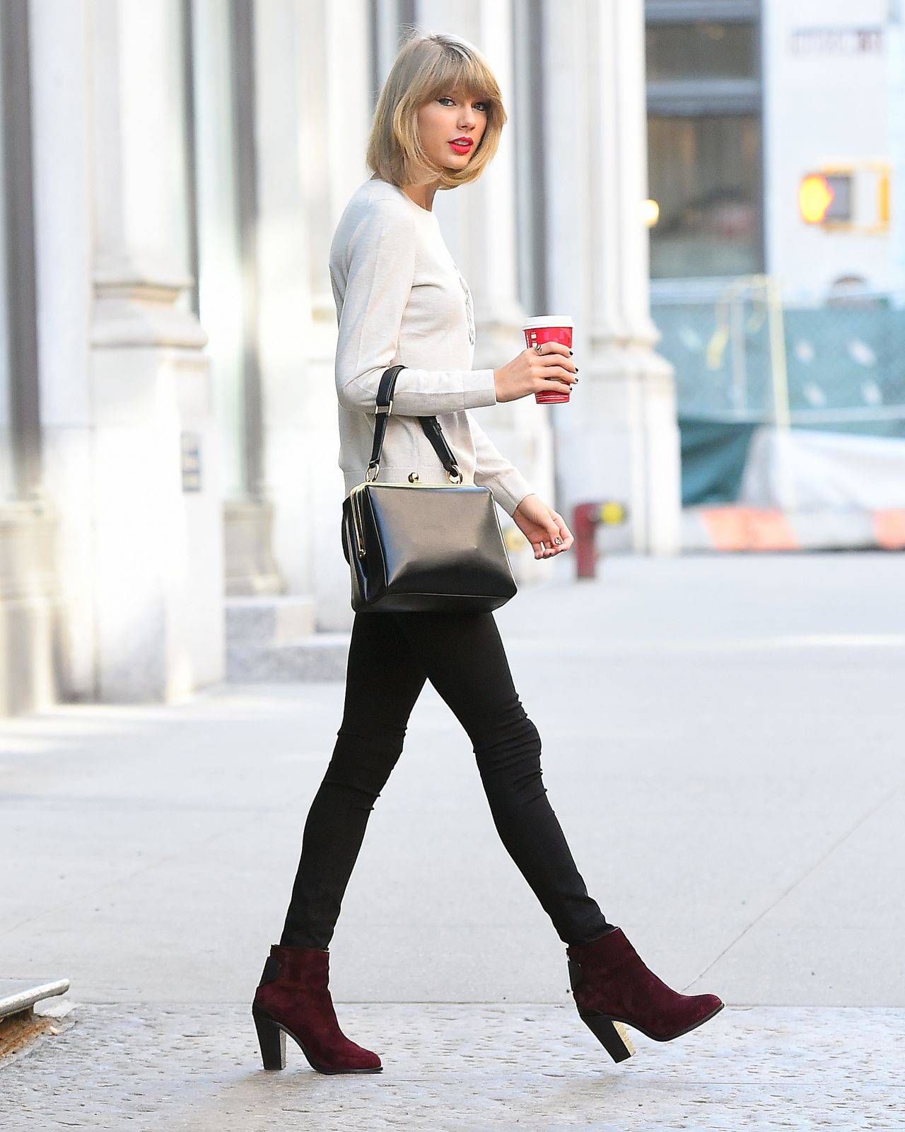 Taylor Swift Casual Style - Leaving Her Apartment in New ...