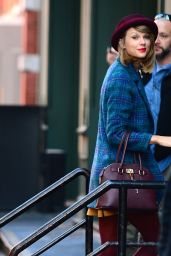 Taylor Swift Fashion - Arriving at Her Apartment in New York City - November 2014