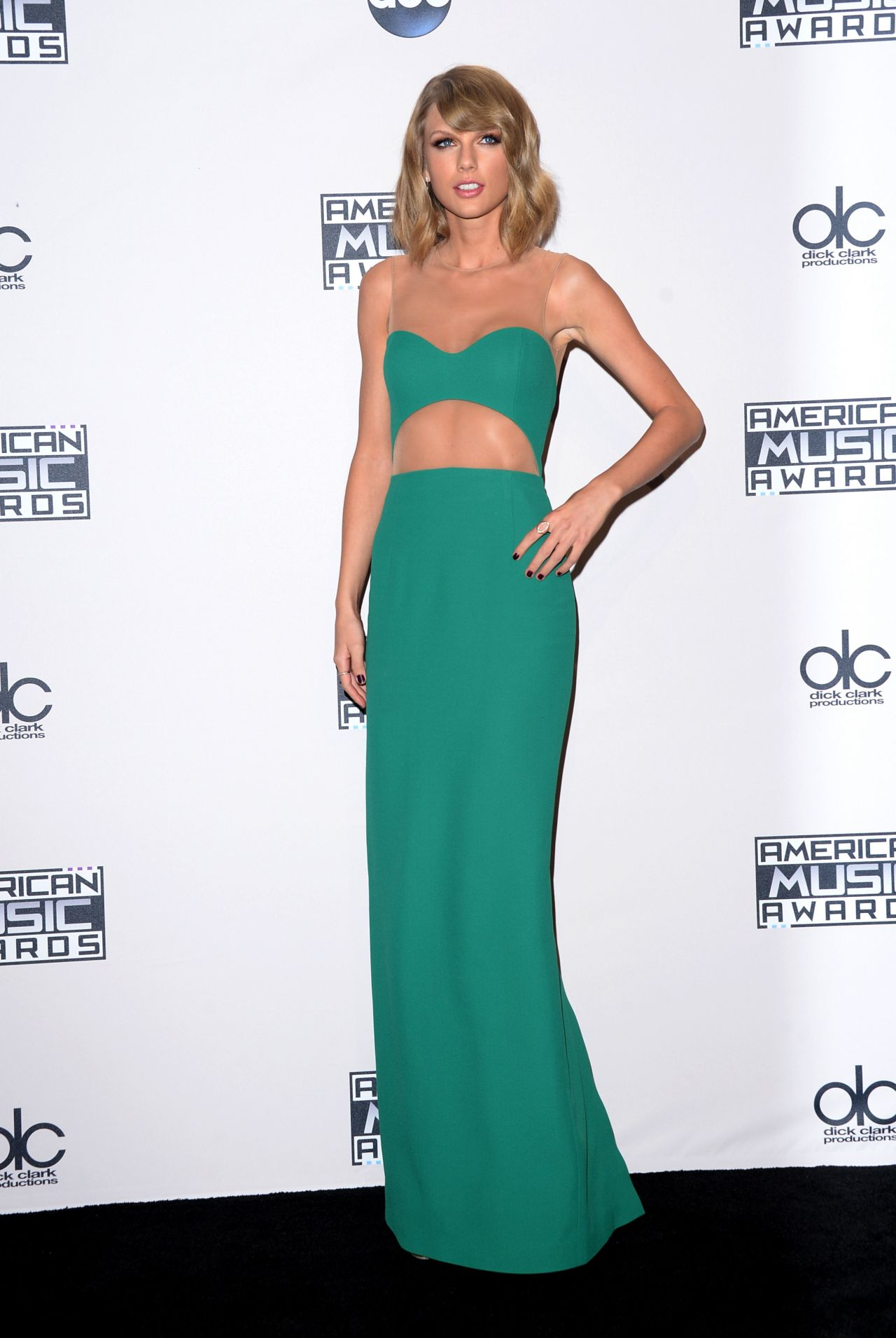 Taylor Swift On Red Carpet 2014 American Music Awards In La