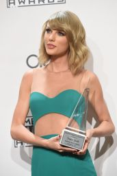 Taylor Swift on Red Carpet - 2014 American Music Awards in LA