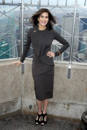 Teri Hatcher Style - Lights The Empire State Building in New York City - November 2014