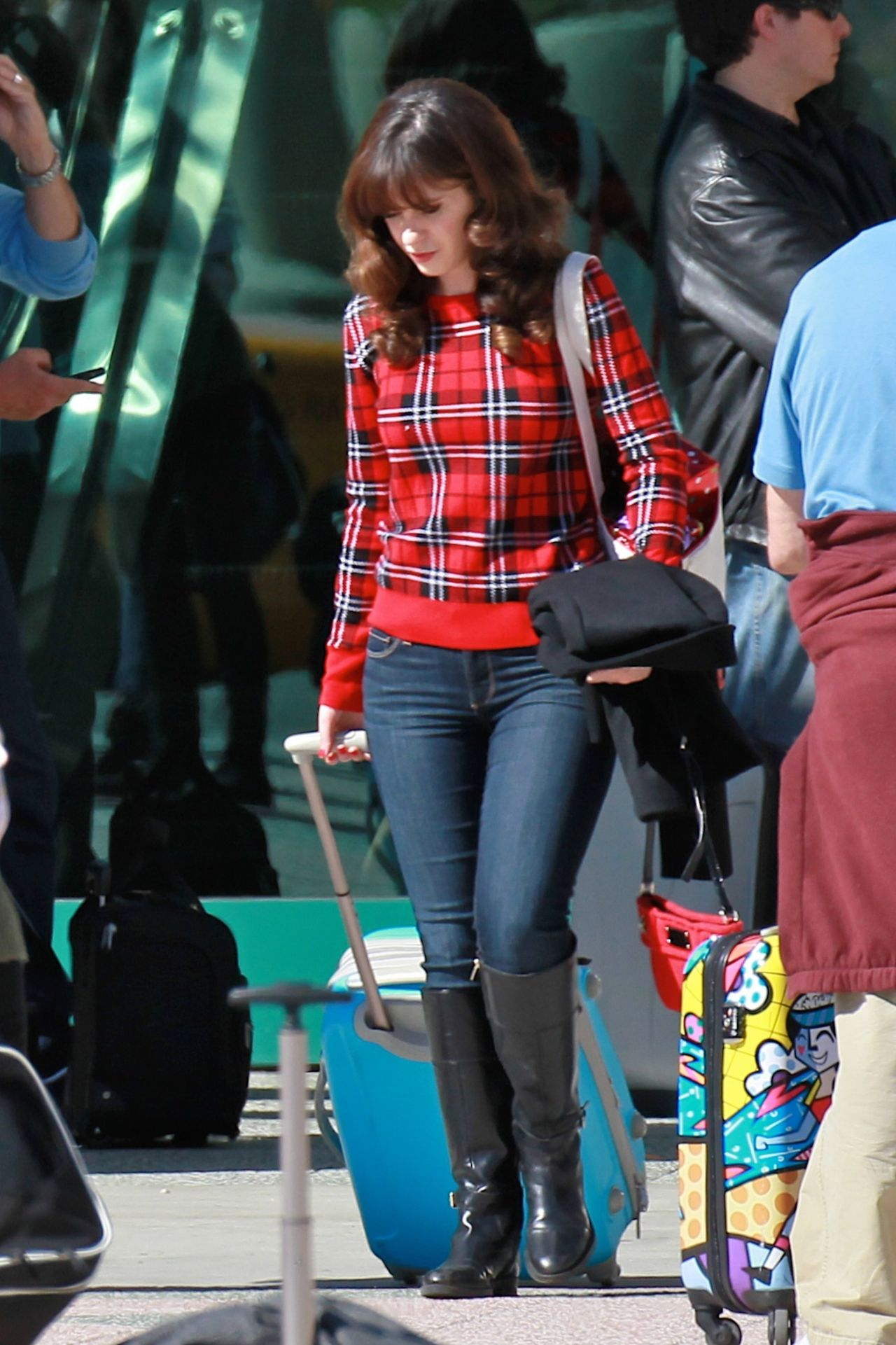 Zooey Deschanel New Girl Set Photos Los Angeles Nov