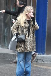 Abigail Breslin Streetstyle - Out in New York City - December 2014