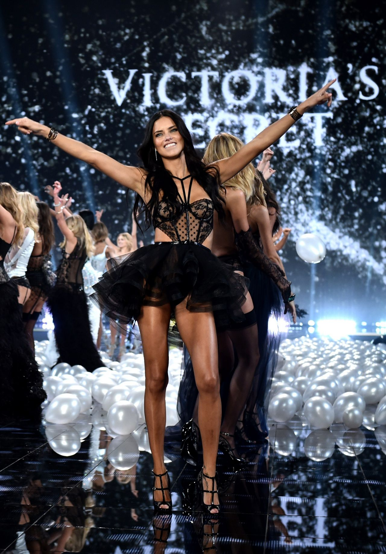 be3a68f2ee8c9 Adriana Lima – 2014 Victoria's Secret Fashion Show – Runway in London