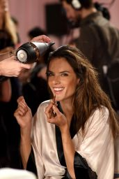 Alessandra Ambrosio – 2014 Victoria's Secret Fashion Show in London – Hair And Makeup