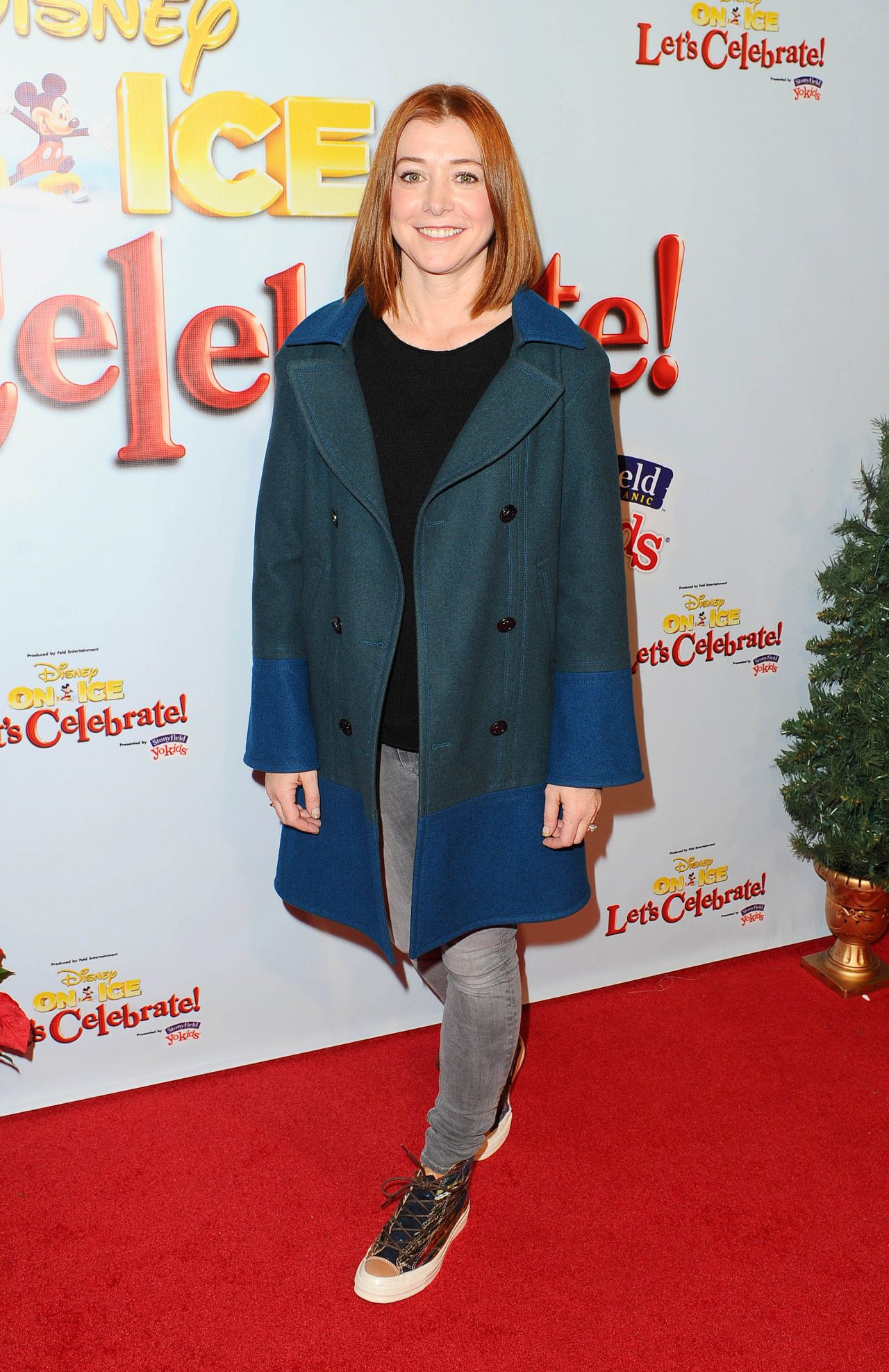 Alyson Hannigan – Disney On Ice Presents – Let's Celebrate! in Los Angeles, Dec. 2014