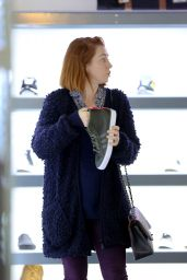 Alyson Hannigan Street Style - Shopping in Los Angeles, Dec. 2014