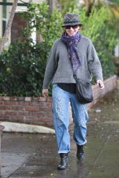 Alyson Hannigan Street Style - Visiting a Hair Salon in Beverly Hills - December 2014