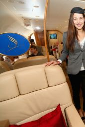Ana Ivanovic as Chief-Stewardess Enjoy at Flug von Manila nach Singapur